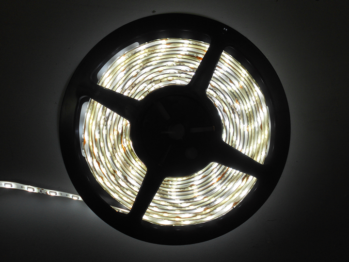 WHITE LOW PROFILE LED LIGHT STRIP SET
